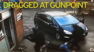 Hand Car Wash Near Me Uk Armed Police Storm Car Wash In Dramatic Daylight Raid As They Hunt
