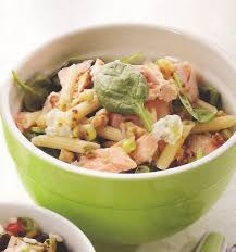 saumon cuisine fut dans ma boîte à lunch salade de pâtes au saumon et au fromage de