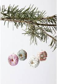 7 tree ornaments for foodies shelterness