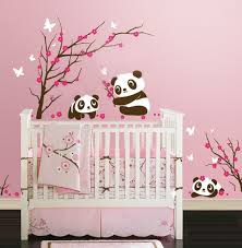 disposition chambre bébé disposition du stickers au dessus du lit futur chambre bébé