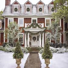 Homes Decorated For Christmas Best 25 Exterior Christmas Lights Ideas On Pinterest Outdoor
