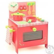 djeco cuisine cuisine la cuisinière de lili djeco cuisine en bois enfant