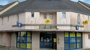bureau de poste lorient la mise en vente des locaux de l ex poste fait débat