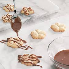 Cookie Decorating Tips 6 Tips For Decorating Christmas Cookies Taste Of Home