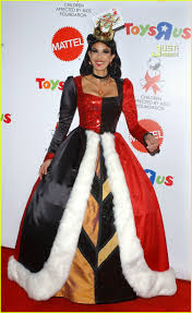 teri hatcher is the queen of hearts photo 693821 celebrity