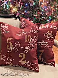 Outdoor Decorative Christmas Pillows by Outdoor Christmas Decor Redhead Can Decorate
