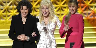 thanksgiving speech for award dolly parton was at the center of the emmys u0027 most anti trump moment