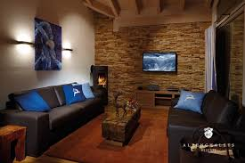 steinwand im wohnzimmer bilder steinwand wohnzimmer braun amocasio