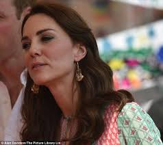 kate middleton s earrings kate middleton dazzles in bespoke packham during india visit