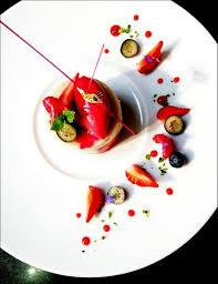 assiette cuisine il y a encore des fraises en cette saison j en visions gourmandes