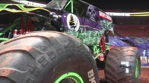 monster trucks grave digger crashes monster jam roars into greenville