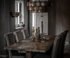 boeren tafel met hoffz stoelen met hand gemaakte schelpen lampen