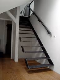 handlauf treppe kragende treppe mit handlauf treppe