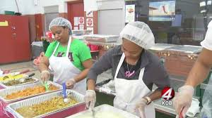 instead of donating food volunteers give meals for thanksgiving