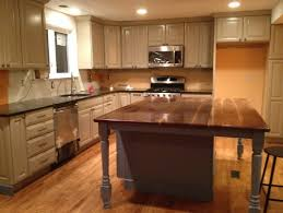 paint color for kitchen with taupe cabinets