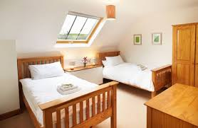 hunters moon holiday cottages in devon first floor twin bedroom with 3 beds and en suite bathroom with shower