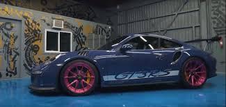 sema porsche 2016 joker porsche 911 gt3 rs rides on fuchsia wheels at sema