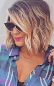 haircut for fine curly hair best 25 short wavy hairstyles ideas only on pinterest wavy bob
