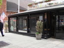 窓 new york ルーズベルト島のレストランtrellisへ