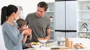 cuisine famille famille cuisiner cuisine hd stock 680 394 295