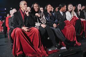 the obamas celebrate their white house tree