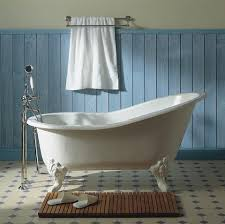 elements of a cape cod bathroom design for a luxurious small bathroom