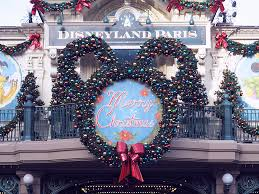 a day in disneyland paris and it u0027s lovely christmas decorations