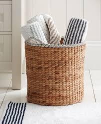 Rugs For Bathrooms by Best 25 Towel Basket Ideas On Pinterest Brown Bath Towels Diy