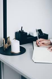 Schreibtisch Simpel 9 Stationary Must Haves Um Den Schreibtisch Zu Verschönern