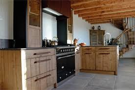 hotte industrielle cuisine chaleur du bois u0026 expressivité de l u0027acier oxydé