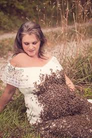 Maternity Pictures Jaw Dropping Photos What A Beekeeper S Maternity Shoot Looks Like