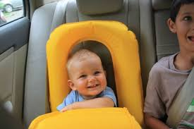 siege bebe gonflable le fameux siège auto gonflable de pol qui sied parfaitement à m