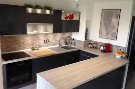 cuisine et grise réalisations cuisine gris brillant et chêne grisé so tendance de