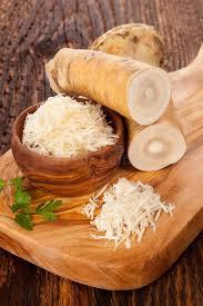 raifort cuisine raifort frais sur la table en bois image stock image du coupure