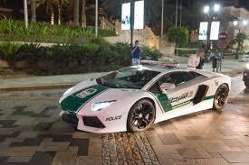 fastest police car dubai u0027s new bugatti veyron police car can reach 253mph