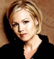 the blonde short hair woman on beverly hills housewives jennie garth hairstyles jennie garth hairstyles jennie garth