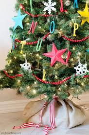 30 beautiful tree garland decoration ideas