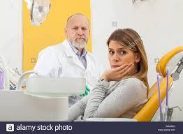 sexe au bureau femme avec dents grave au bureau de dentiste avec dentiste