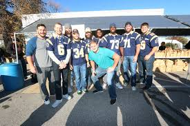 Tim Barnes St Louis Rams Entire Rams Roster Funds Thanksgiving Distribution To Feed 2 000
