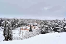 the biggest snowfall in living memory in the sahara desert just