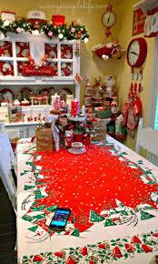 best 25 cottage christmas decorating ideas on pinterest cottage