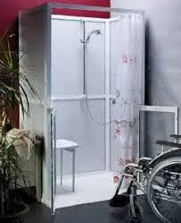 si e baignoire personnes ag s adapter une salle de bain pour personnes handicapées