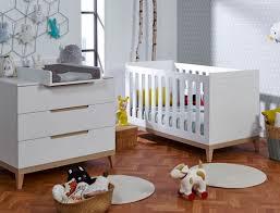 photo chambre bebe chambre bébé evidence blanc hêtre chambrekids