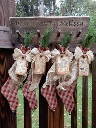 Primitive Christmas Window Decorations by Best 25 Primitive Christmas Tree Ideas On Pinterest Rustic