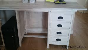 vieux bureau en bois customisation d un vieux bureau en bois les petits plaisirs de