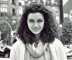 how to get soft curls in medium length hair 35 spectacular medium curly hairstyles slodive