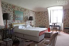 chambre en anglais chambre de style anglais avec salle de bains à miroirs c0081