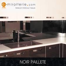crédence verre trempé cuisine crédence de cuisine en verre laque sur mesure noir paillete