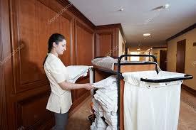 femme de chambre femme de chambre à l hôtel photographie kalinovsky 57658725