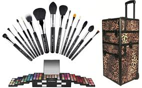 found 3 gifts for a budding makeup artist
